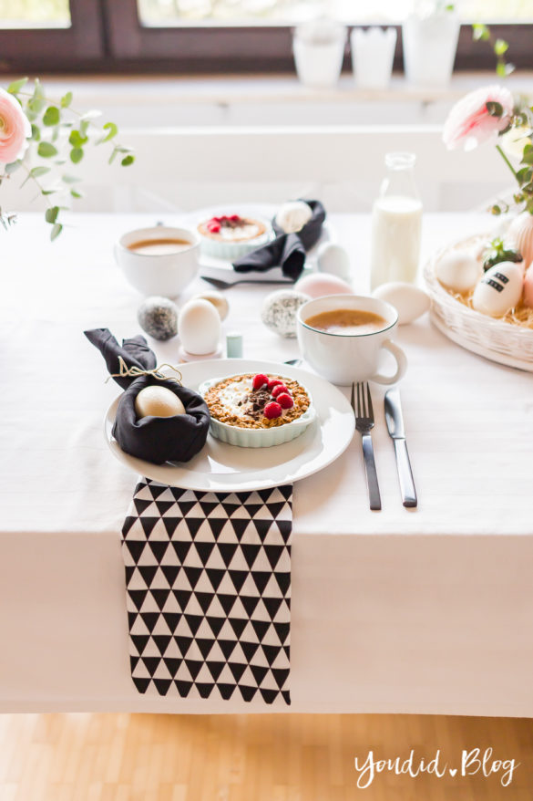 Ostereier färben - Osterbrunch mit Granola Tarte - Dekoideen für deinen Ostertisch - Ostern Dekoideen - Easter Decoration Happy Easter - Eier bemalen - Breakfast Granola Tart | https://youdid.blog