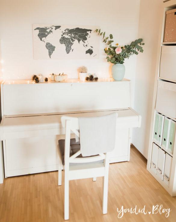 Holzbild Weltkarte im skandinavischen Wohnstil Home Office Make Over Herbstdeko   https://youdid.blog