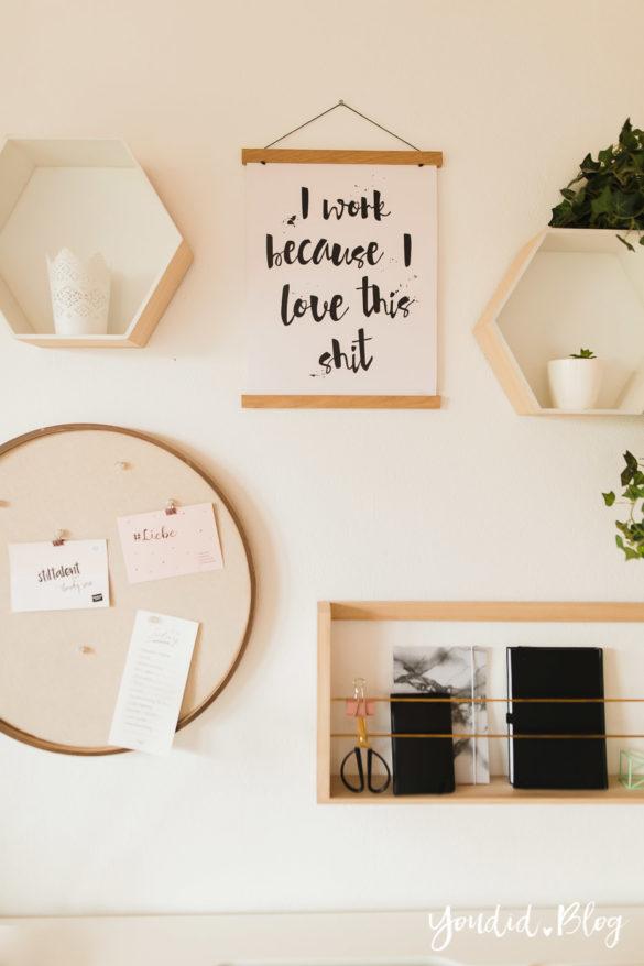 Poster und Holzbilder im skandinavischen Wohnstil Home Office Make Over Herbstdeko Schreibtisch | https://youdid.blog
