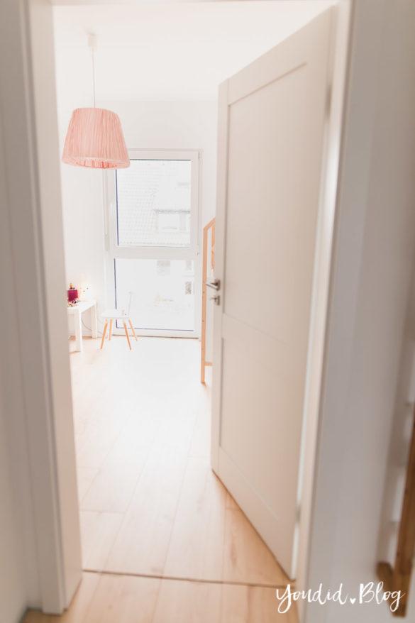 Room Tour durchs Haus moderne Kassettentüren und unsere Erfahrung mit Tür und Zarge Blick ins Kinderzimmer | https://youdid.blog