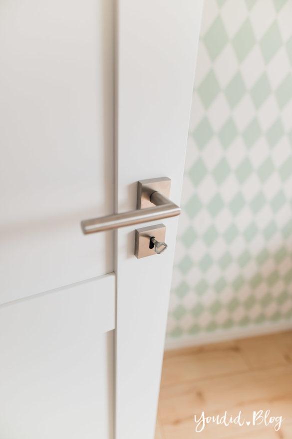 Room Tour durchs Haus moderne Kassettentüren und unsere Erfahrung mit Tür und Zarge eckige Rosette | https://youdid.blog