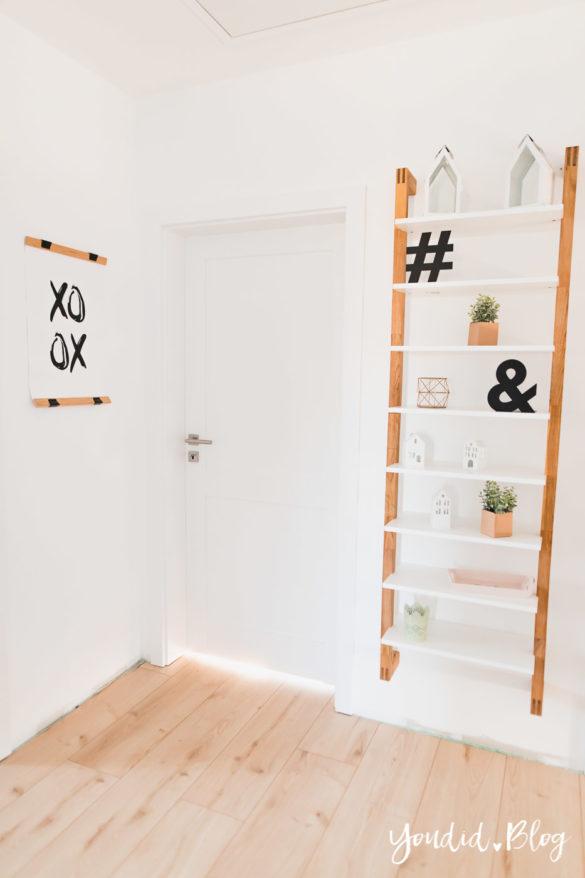 Room Tour durchs Haus moderne Kassettentüren und unsere Erfahrung mit Tür und Zarge Leiterregal Landhaustür | https://youdid.blog