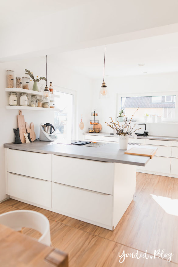Bauanleitung Küchenschränke verkoffern Küchenschrankwand abkoffern und Lichtkonzept in der Küche Osterdeko | https://youdid.blog
