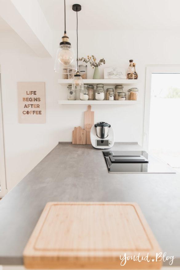 Lichtkonzept in der Küche Bauanleitung Küchenschränke verkoffern Küchenschrankwand abkoffern Küchenhochschränke mit Trockenbau verkleiden Küchenregal | https://youdid.blog