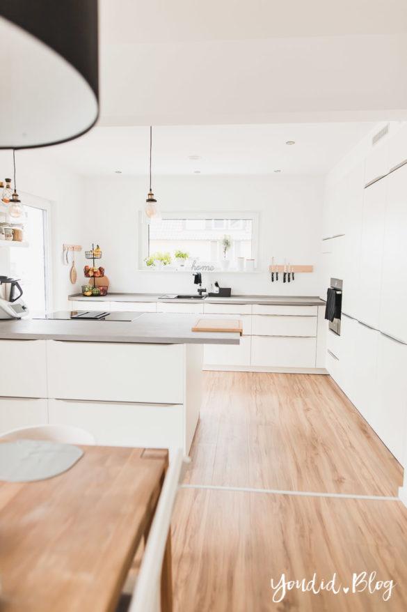 Lichtkonzept in der Küche Bauanleitung Küchenschränke verkoffern Küchenschrankwand abkoffern Küchenhochschränke mit Trockenbau verkleiden Vinyl | https://youdid.blog