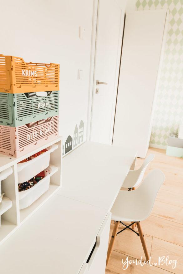 Bleib Lässig Zuhause - Skandinavisches Kinderzimmer Regenbogen Baldachin Betthimmel IKEA Hack Letterboard Klappkisten | https://youdid.blog
