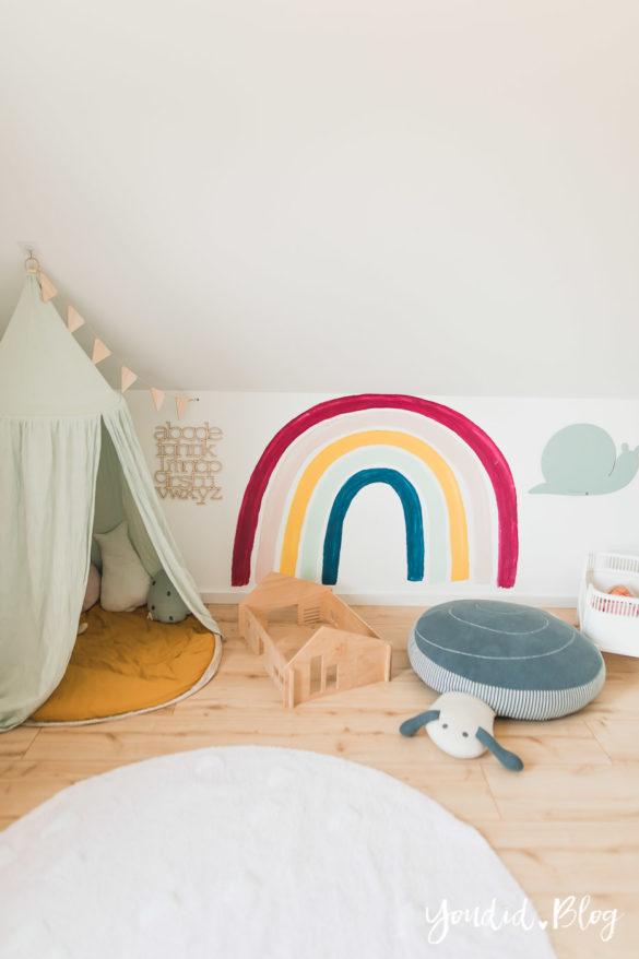 Zwischen Windeln Corona und Einhorn Kneten - Bleib Lässig Zuhause Skandinavisches Kinderzimmer Regenbogen Baldachin | https://youdid.blog
