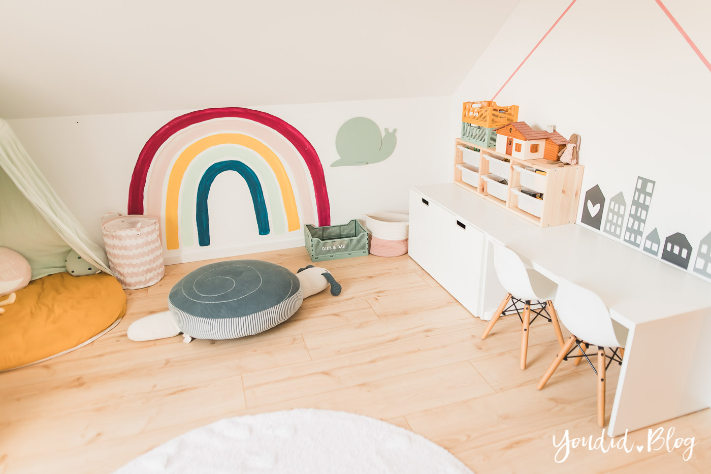 Zwischen Windeln Corona und Einhorn Kneten - Bleib Lässig Zuhause Skandinavisches Kinderzimmer Regenbogen Baldachin Betthimmel IKEA Hack Haus | https://youdid.blog