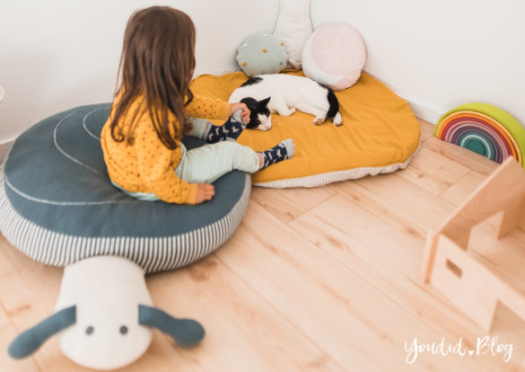 Zwischen Windeln Corona und Einhorn Kneten - Bleib Lässig Zuhause Skandinavisches Kinderzimmer Regenbogen Baldachin Betthimmel IKEA Hack Katze | https://youdid.blog