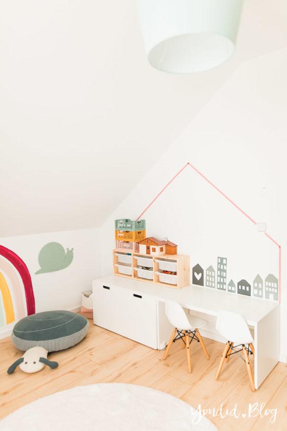 Zwischen Windeln Corona und Einhorn Kneten - Bleib Lässig Zuhause Skandinavisches Kinderzimmer Regenbogen Baldachin Betthimmel IKEA Hack Sitzkissen | https://youdid.blog