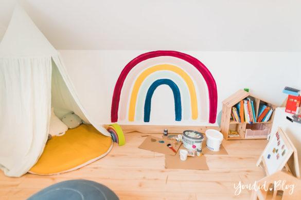 Zwischen Windeln Corona und Einhorn Kneten - Bleib Lässig Zuhause Skandinavisches Kinderzimmer Regenbogen streichen Baldachin Betthimmel IKEA Hack | https://youdid.blog