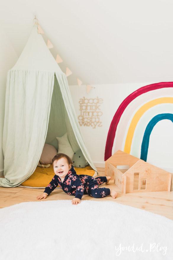 Zwischen Windeln Corona und Einhorn Kneten - Bleib Lässig Zuhause Skandinavisches Spielzimmer Regenbogen Baldachin Betthimmel IKEA Hack | https://youdid.blog