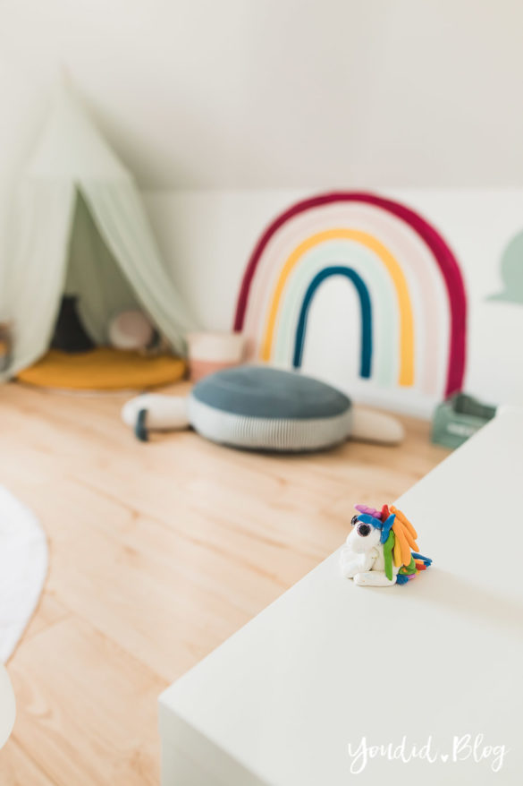 Zwischen Windeln Corona und Einhorn Kneten - Lässig Zuhause Skandinavisches Kinderzimmer Regenbogen Baldachin Betthimmel | https://youdid.blog
