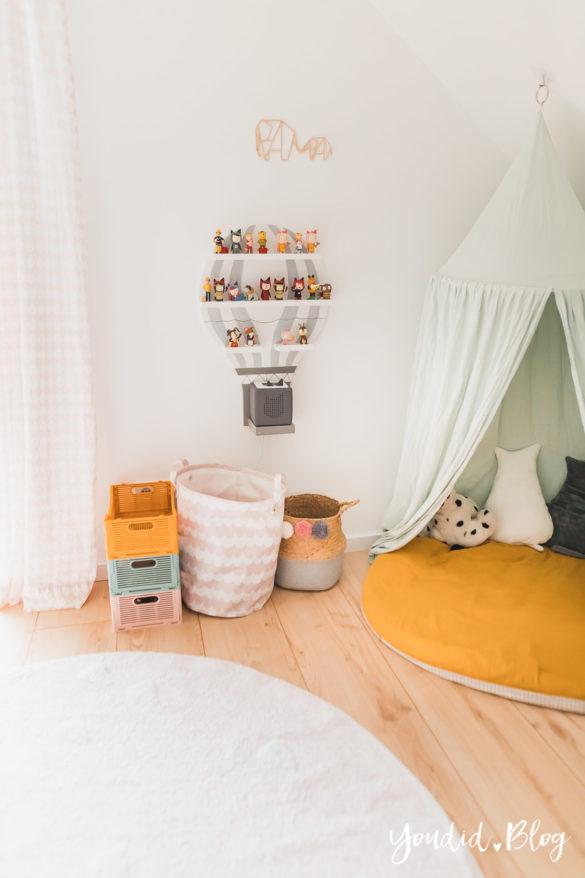Zwischen Windeln Corona und Einhorn Kneten Tonieregal - Bleib Lässig Zuhause Skandinavisches Kinderzimmer Regenbogen Baldachin Betthimmel IKEA Hack | https://youdid.blog