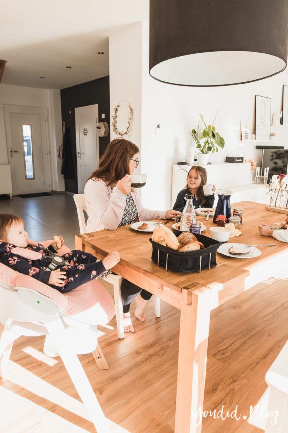 Den richtigen Hochstuhl finden - Unsere Erfahrung mit dem Stokke Steps nach 3 Kindern Wippe auf dem Hochstuhl | https://youdid.blog