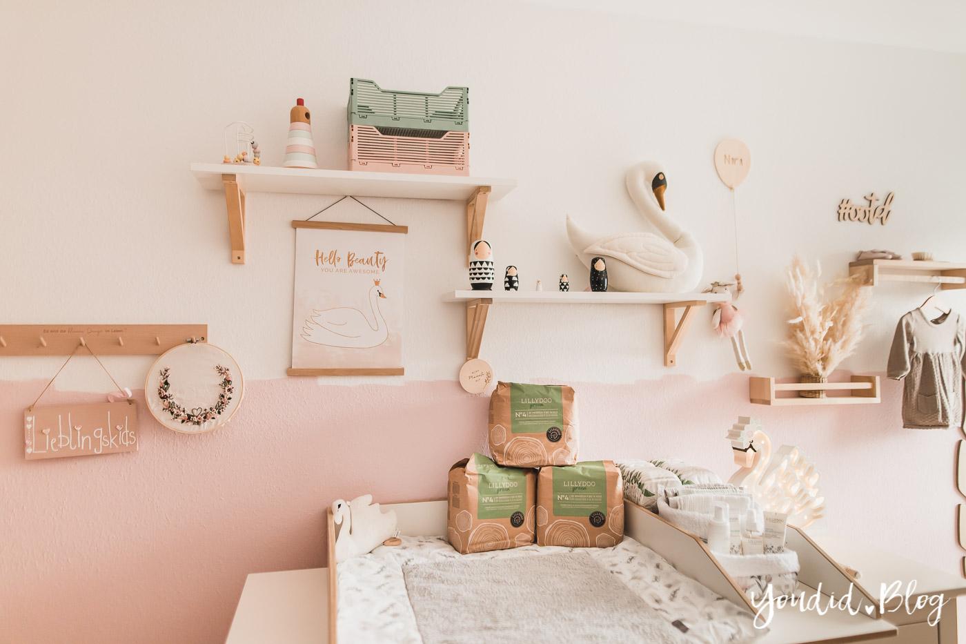 10 Mama Hacks super praktische Lifehacks die neuen Windeln von Lillydoo Schwanen Babyzimmer Nursery Wickeltisch Ikea Hack | https://youdid.blog