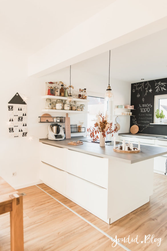Fliesen Vinyl oder Holzfussboden in der Küche - Unsere Erfahrungen mit dem Purline Bioboden von Wineo Vinyl selbst verlegen Adventskalender | https://youdid.blog