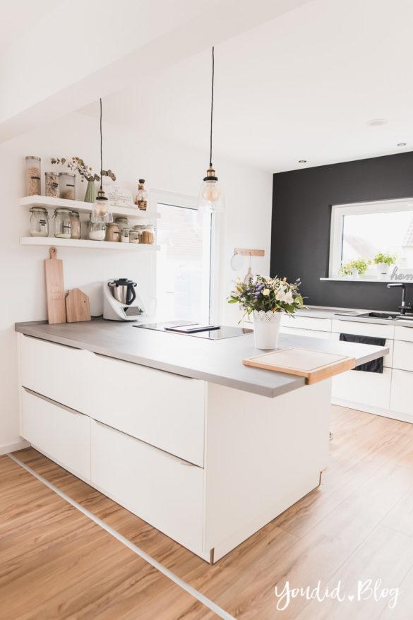 Fliesen Vinyl oder Holzfussboden in der Küche - Unsere Erfahrungen mit dem Purline Bioboden von Wineo Vinyl selbst verlegen Schneidebrett | https://youdid.blog