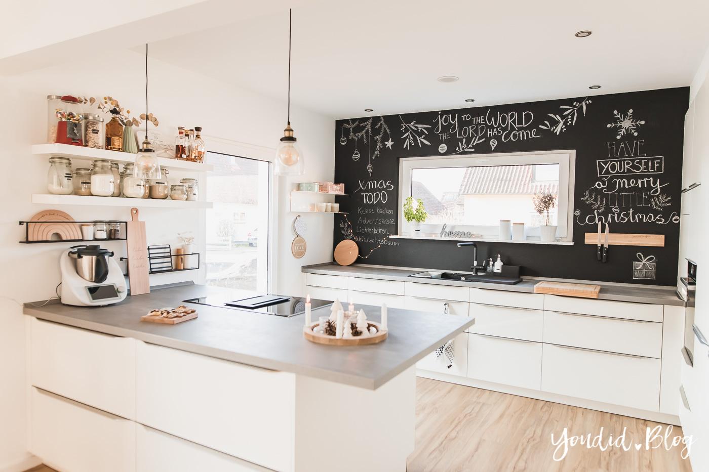 Fliesen Vinyl oder Holzfussboden in der Küche - Unsere Erfahrungen mit dem Purline Bioboden von Wineo Vinyl selbst verlegen Weihnachtstafelbild | https://youdid.blog