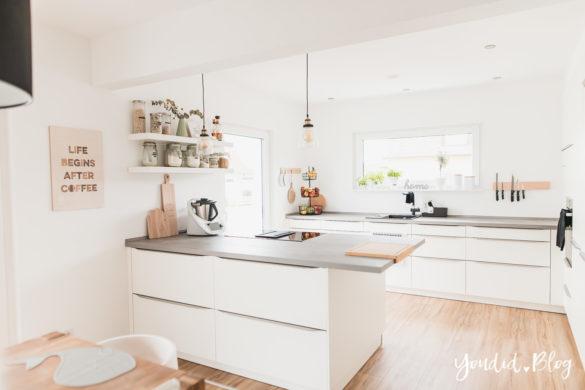 Fliesen Vinyl oder Holzfussboden in der Küche - Unsere Erfahrungen mit dem Purline Bioboden von Wineo Vinyl selbst verlegen weisse Wand | https://youdid.blog