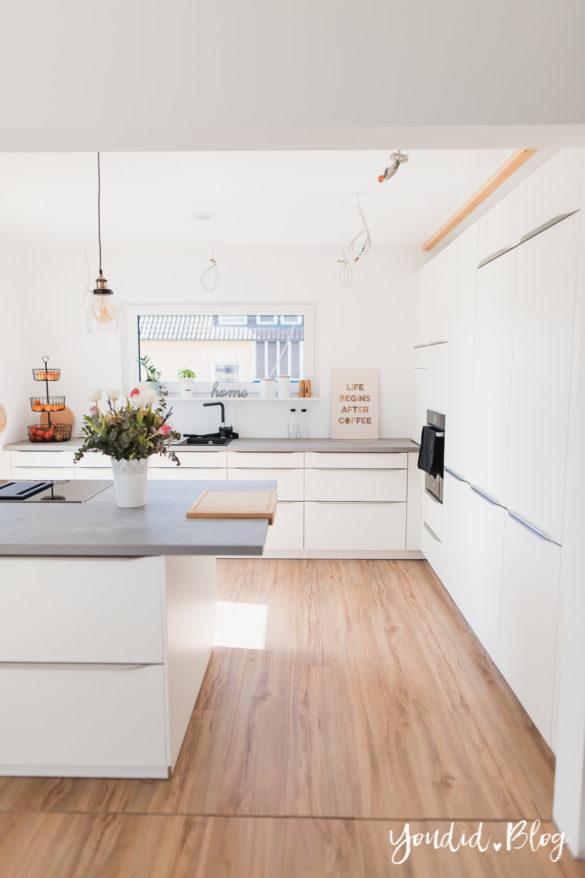 Fliesen Vinyl oder Holzfussboden in der Küche - Unsere Erfahrungen mit dem Purline Bioboden von Wineo Vinyl selbst verlegen zweiter Einblick | https://youdid.blog